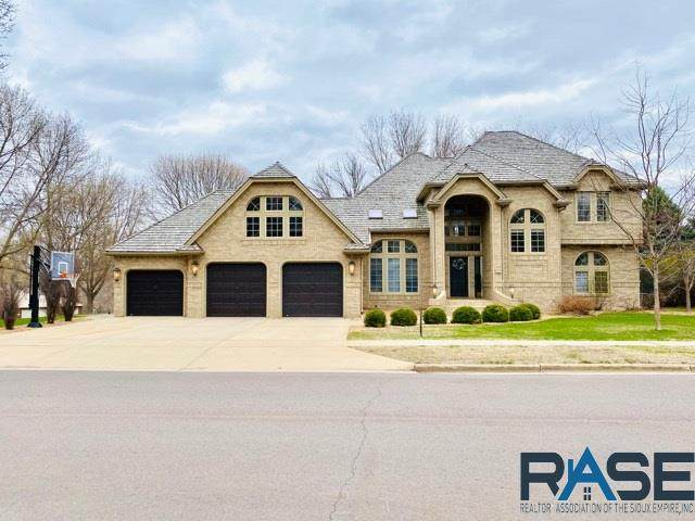 5000 S Caraway Dr, Sioux Falls, SD 57108 (MLS #22100528) :: Tyler Goff Group