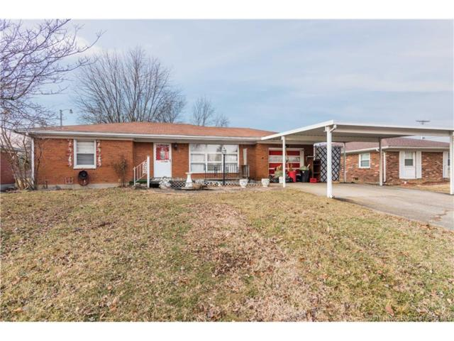 121 E Flamingo Drive, Clarksville, IN 47129 (#201805929) :: The Stiller Group
