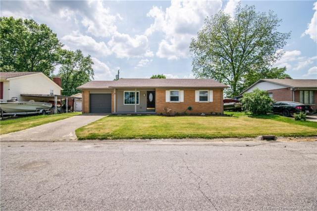 607 Martha Avenue, Jeffersonville, IN 47130 (MLS #201808904) :: The Paxton Group at Keller Williams