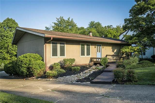 1106 Carriage Lane, New Albany, IN 47150 (MLS #2020010535) :: The Paxton Group at Keller Williams Realty Consultants