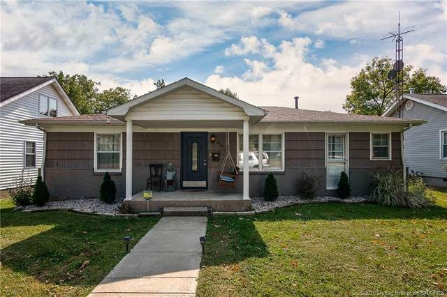 555 W Green Street, Scottsburg, IN 47170 (MLS #2020011205) :: The Paxton Group at Keller Williams Realty Consultants