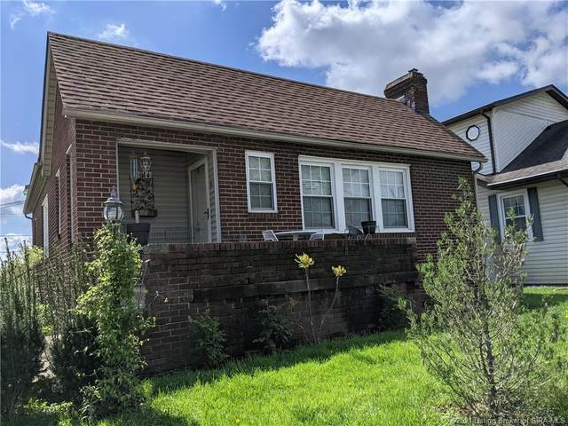 1014 E 10th Street, Jeffersonville, IN 47130 (MLS #202106933) :: The Paxton Group at Keller Williams Realty Consultants