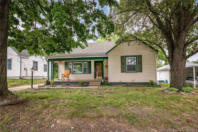 1521 Lynnedale Drive, Jeffersonville, IN 47130 (MLS #202108168) :: The Paxton Group at Keller Williams Realty Consultants
