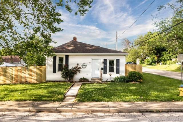1402 Vance Avenue, New Albany, IN 47150 (MLS #202108399) :: The Paxton Group at Keller Williams Realty Consultants