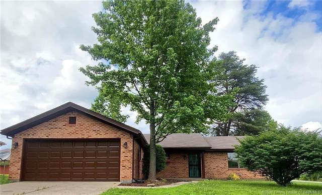 402 N Pineview Court, New Albany, IN 47150 (#202108534) :: The Stiller Group
