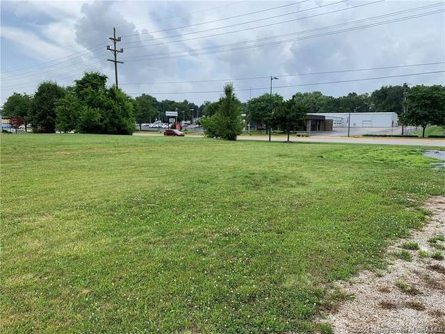 110/114 W Lewis And Clark Parkway, Clarksville, IN 47129 (MLS #202108801) :: The Paxton Group at Keller Williams Realty Consultants