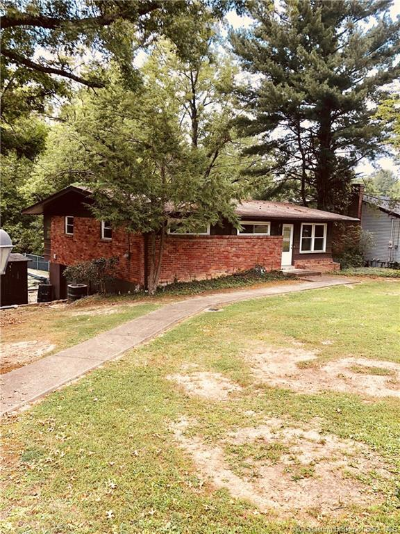 1216 Westwood Lane, New Albany, IN 47150 (MLS #201905926) :: The Paxton Group at Keller Williams