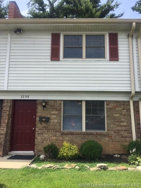 3258 Wooded Way, Jeffersonville, IN 47130 (#201908786) :: The Stiller Group