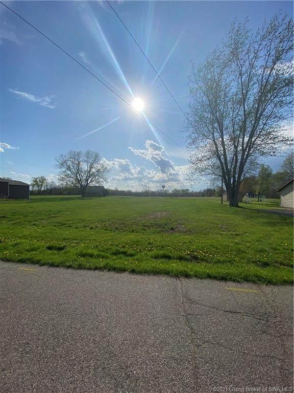 304 N Beechwood Avenue, Scottsburg, IN 47170 (MLS #202106942) :: The Paxton Group at Keller Williams Realty Consultants