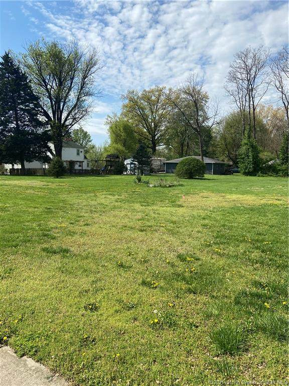 Perrin Lane, Jeffersonville, IN 47130 (MLS #202107017) :: The Paxton Group at Keller Williams Realty Consultants