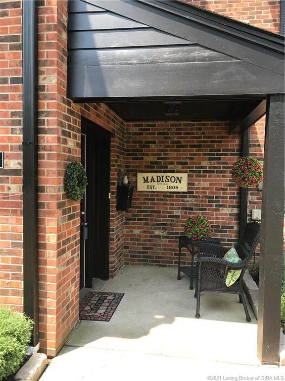 1004 W Main Street #3, Madison, IN 47250 (MLS #202109505) :: The Paxton Group at Keller Williams Realty Consultants
