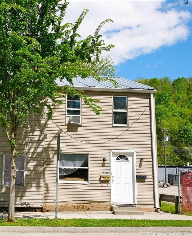 918 Walnut Street, Madison, IN 47250 (#202107611) :: The Stiller Group