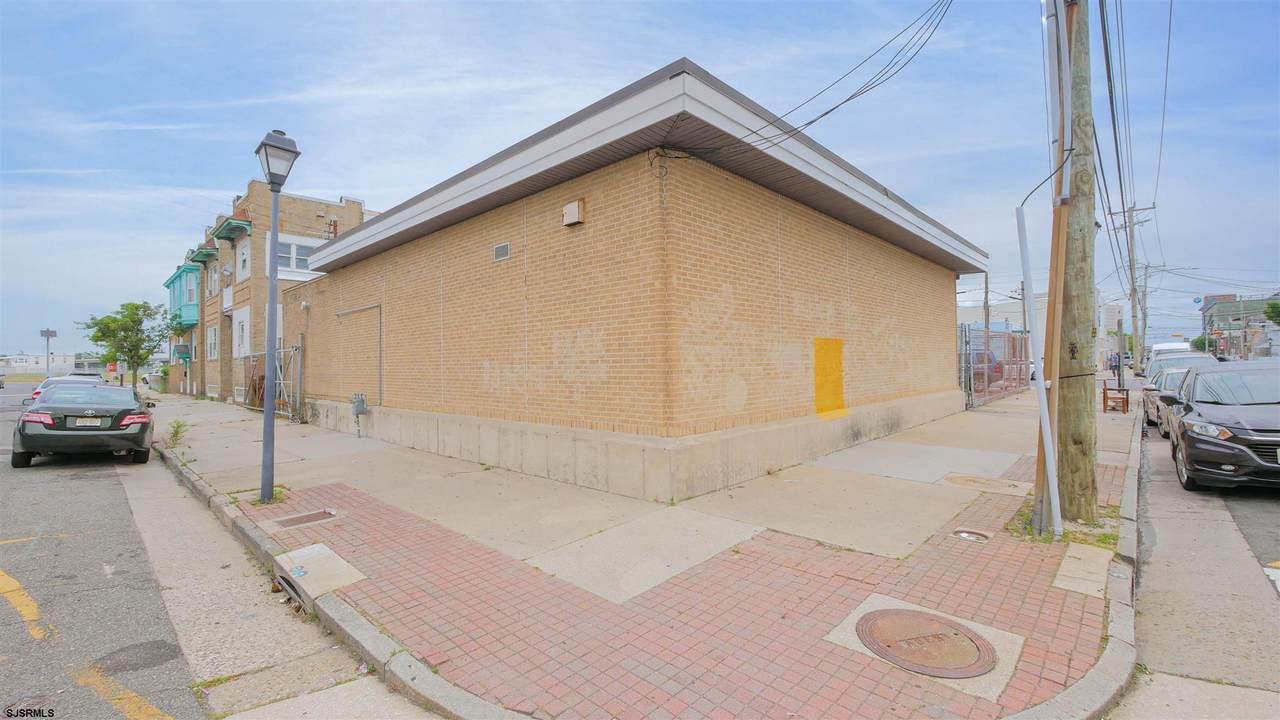 2431 Fairmount Ave - Photo 1