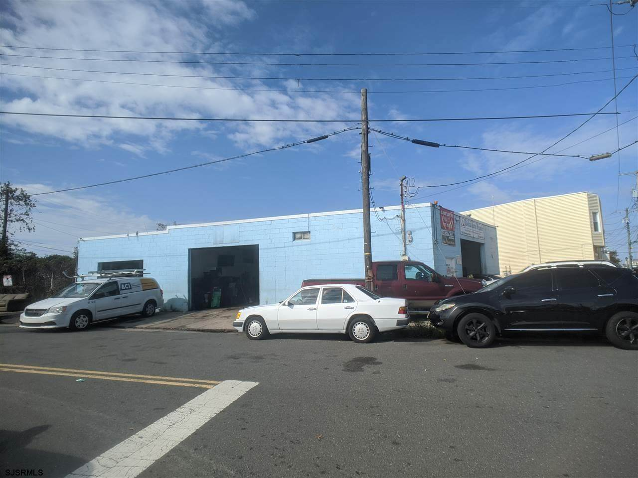 2425 Fairmount Avenue - Photo 1