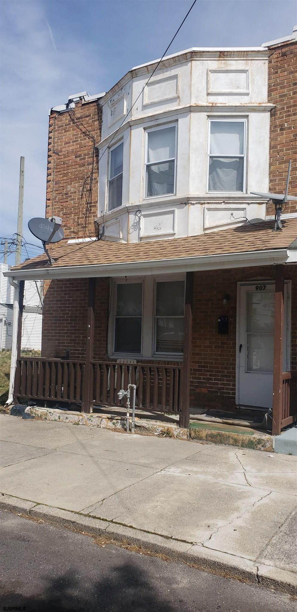 907 Emerson Pl - Photo 1