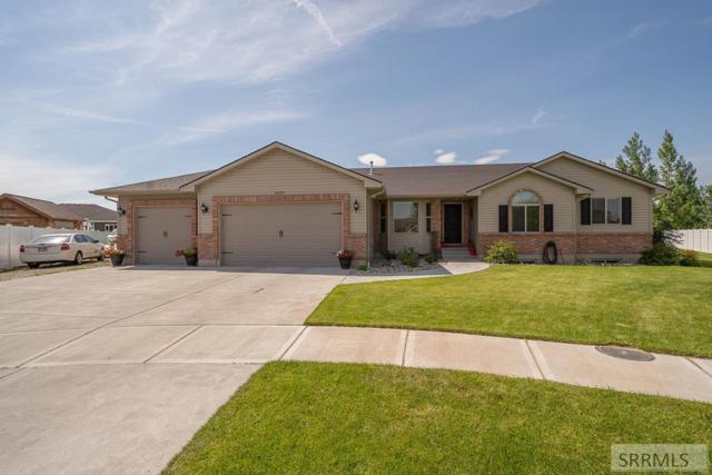 2829 N Sandy Circle, Idaho Falls, ID 83401 (MLS #2124034) :: The Perfect Home