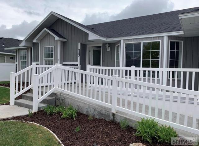 1306 Pebble Creek Court, Idaho Falls, ID 83404 (MLS #2124142) :: The Group Real Estate