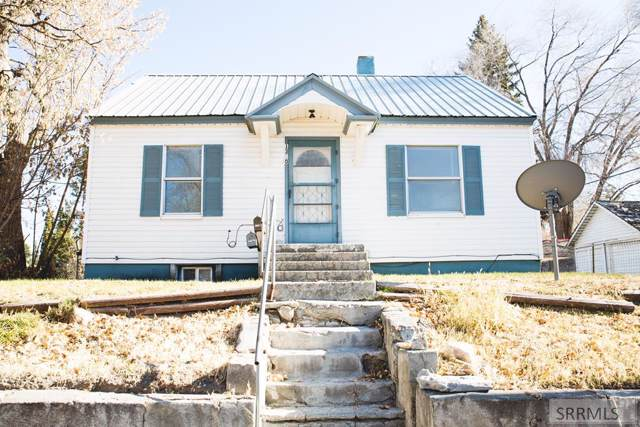 1360 Sage Avenue, Idaho Falls, ID 83402 (MLS #2126077) :: The Perfect Home