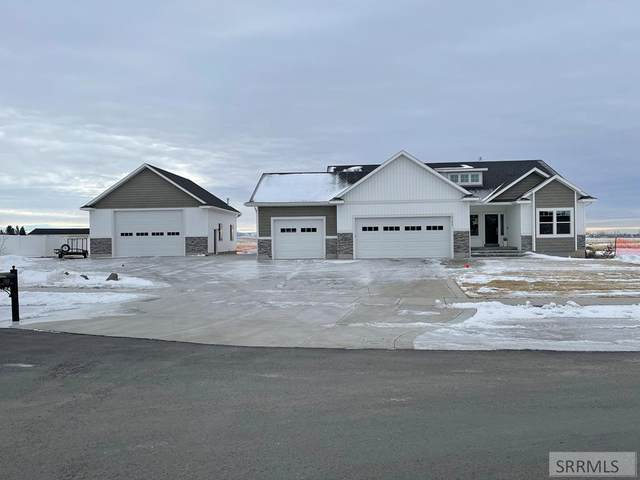 2302 E Cedar Point Lane, Idaho Falls, ID 83401 (MLS #2134178) :: Team One Group Real Estate