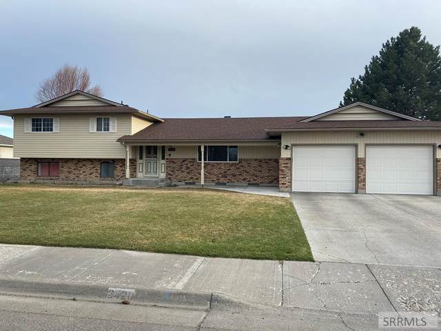 2420 Eastview Drive, Idaho Falls, ID 83401 (MLS #2135706) :: Silvercreek Realty Group