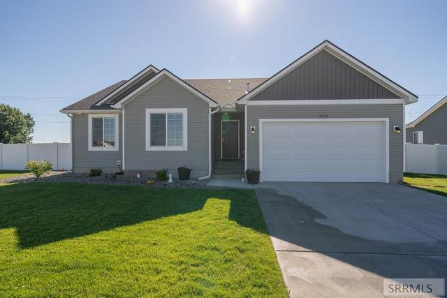 7049 S Bedford Ave, Idaho Falls, ID 83402 (MLS #2138259) :: Team One Group Real Estate