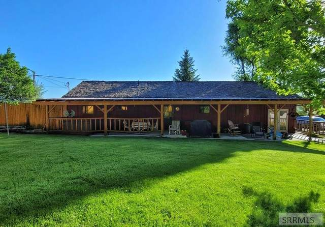 710 Courthouse Drive, Salmon, ID 83467 (MLS #2137143) :: Team One Group Real Estate