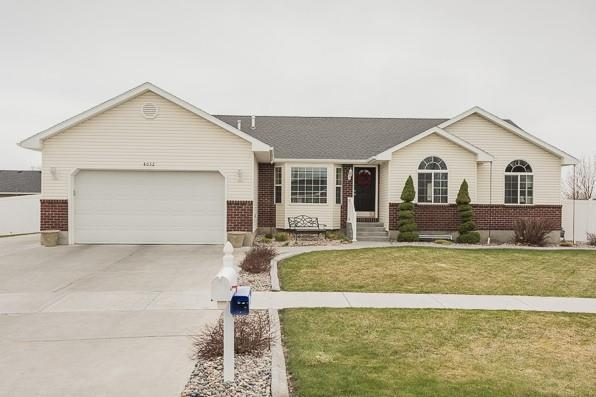 4032 E Greenwood Circle, Ammon, ID 83406 (MLS #2114087) :: The Perfect Home-Five Doors