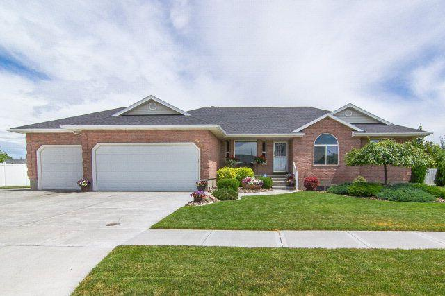 3835 S Taylorview Lane, Ammon, ID 83406 (MLS #2121021) :: The Perfect Home