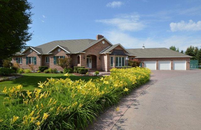 583 W Honey Creek, Idaho Falls, ID 83404 (MLS #2121869) :: The Perfect Home