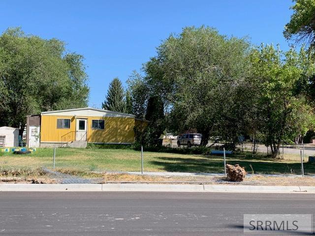 215 &225 N 3 W, Rexburg, ID 83440 (MLS #2124238) :: The Group Real Estate