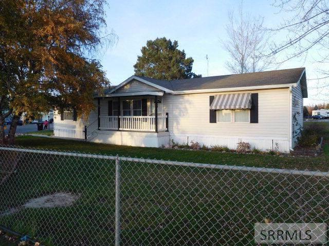 448 W Hwy 26, Blackfoot, ID 83221 (MLS #2125897) :: Team One Group Real Estate