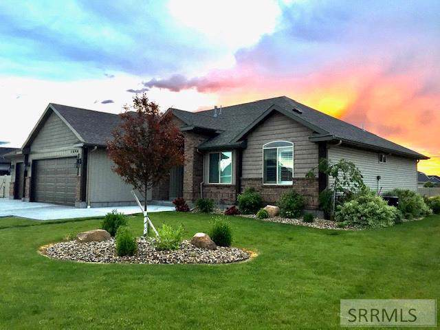 1090 N Blue Grass Lane, Idaho Falls, ID 83401 (MLS #2126113) :: The Perfect Home