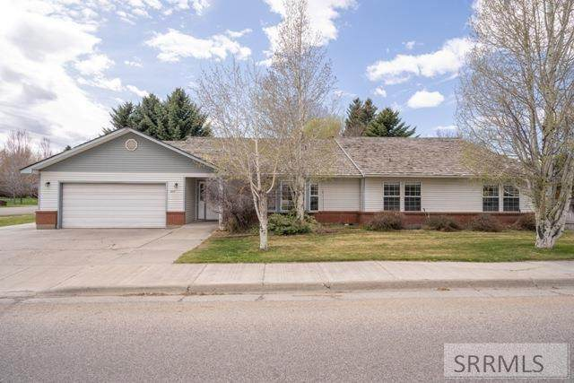 1664 S Bellin Road, Idaho Falls, ID 83402 (MLS #2128856) :: The Group Real Estate