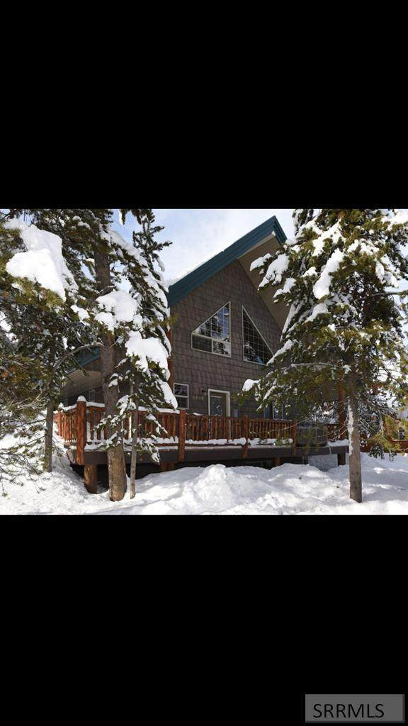 4238 Grand View Road, Island Park, ID 83429 (MLS #2132607) :: The Perfect Home
