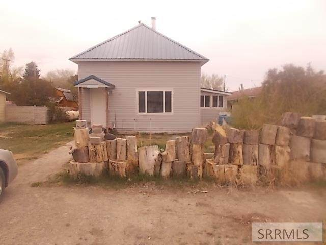 327 W Lost River Avenue, Arco, ID 83213 (MLS #2136503) :: Team One Group Real Estate