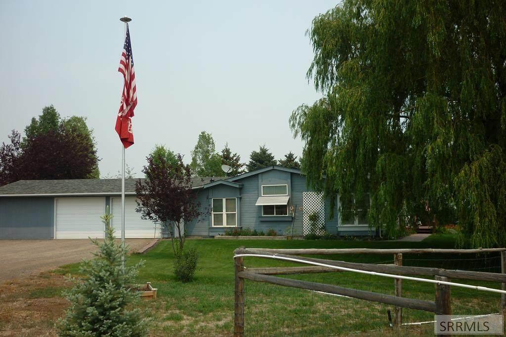 2491 Challis Creek Road - Photo 1