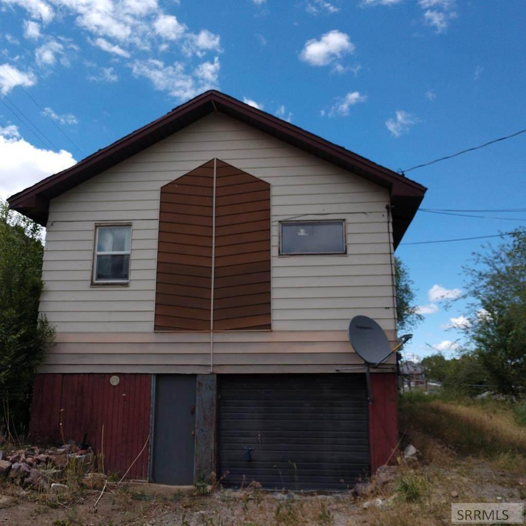 2207 Grant Avenue - Photo 1