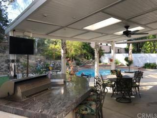 31695 Corte Rosario, Temecula, CA 92592 (#SW17084585) :: Brad Schmett Real Estate Group