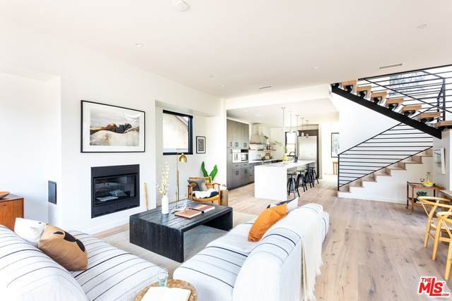 4236 Campbell Drive, Los Angeles (City), CA 90066 (#21762798) :: The Costantino Group | Cal American Homes and Realty