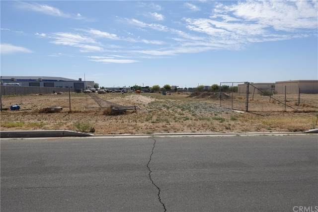 13368 Malaki Road, Apple Valley, CA 92308 (#IV21153541) :: The Costantino Group | Cal American Homes and Realty