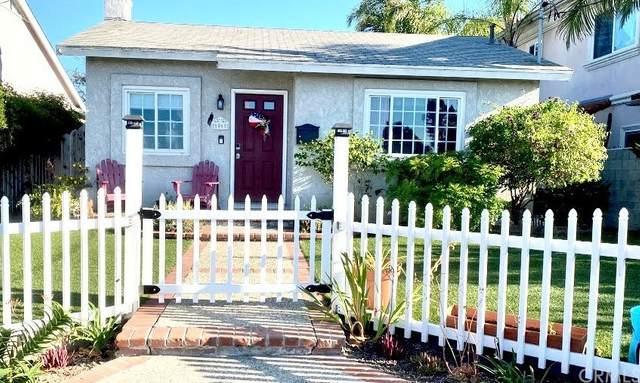1061 W 17th Street, San Pedro, CA 90731 (#SB21163780) :: Compass