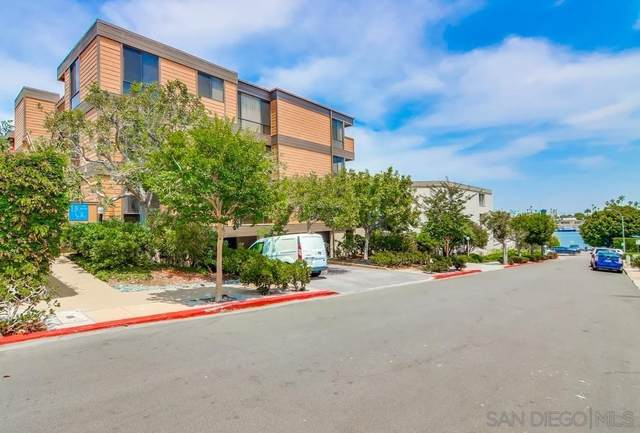 2960 Lawrence St., San Diego, CA 92106 (#210021133) :: Eight Luxe Homes