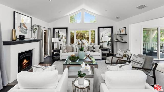 9146 St Ives Drive, Los Angeles (City), CA 90069 (#21766224) :: Mint Real Estate