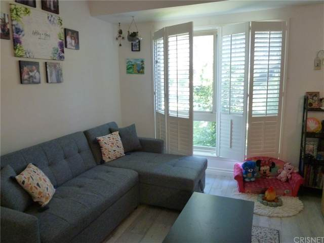 6021 Fountain Park Lane #6, Woodland Hills, CA 91367 (#SR21166652) :: Latrice Deluna Homes