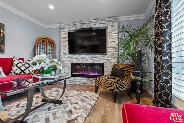 970 Palm Avenue #208, West Hollywood, CA 90069 (#21765876) :: American Real Estate List & Sell