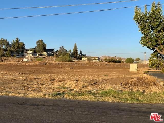 842 N G Street, Porterville, CA 93257 (#21772998) :: Jett Real Estate Group
