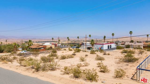5757 Howard Way, 29 Palms, CA 92277 (#21777716) :: Team Forss Realty Group