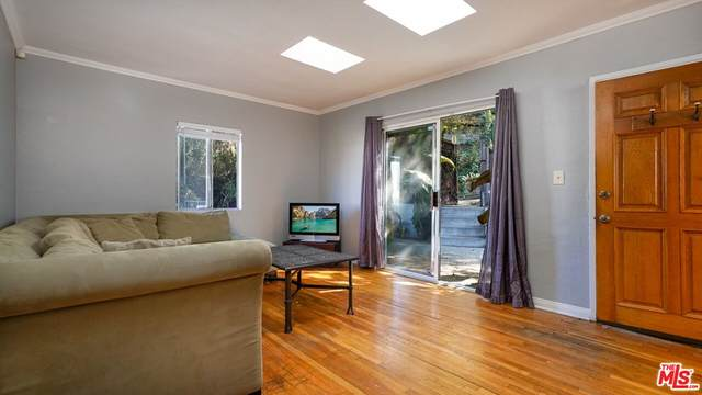 11127 Sunshine Terrace, Studio City, CA 91604 (#21784176) :: Blake Cory Home Selling Team
