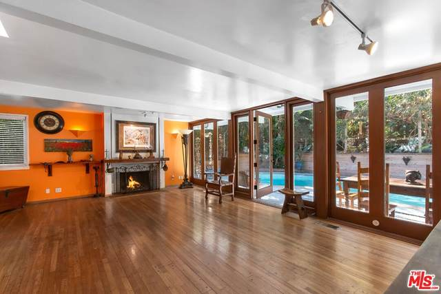 1573 Benedict Canyon Drive, Beverly Hills, CA 90210 (#21784264) :: The Miller Group