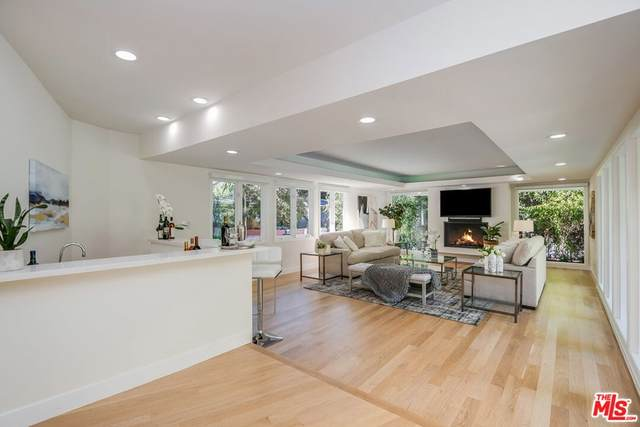 4900 Queen Victoria Road, Woodland Hills, CA 91364 (#21784842) :: The Marelly Group   Sentry Residential